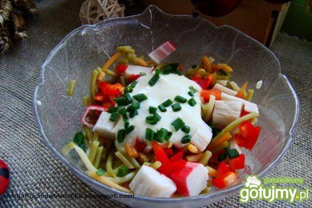 Sałatka z kolorowego spaghetti