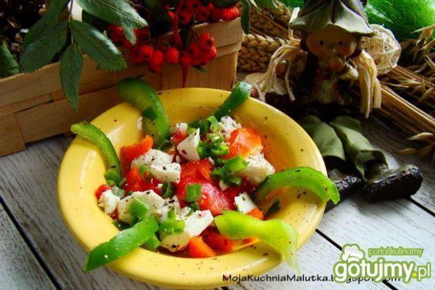Sałatka z kolorowej papryki i tofu