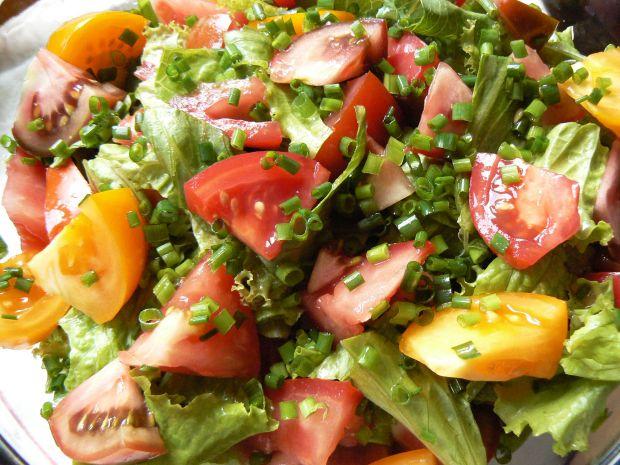 Sałatka z kolorowych pomidorów