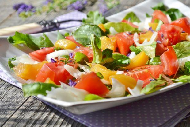 Sałatka z kozim serem i brzoskwiniami