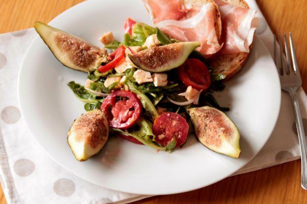 Sałatka z kozim serem,pomidorkami i figami