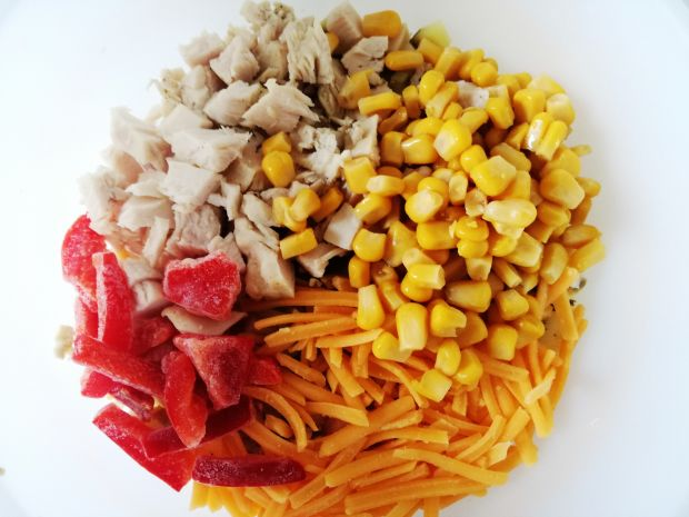 Sałatka z Kukurydzą i Papryką z Kurczakiem