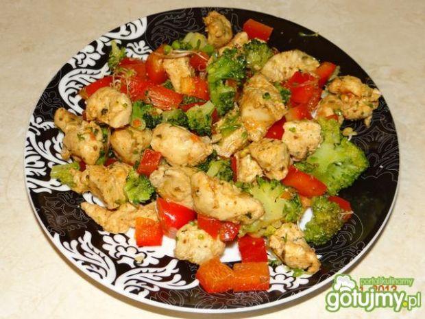 Sałatka z kurczaka i brokułu
