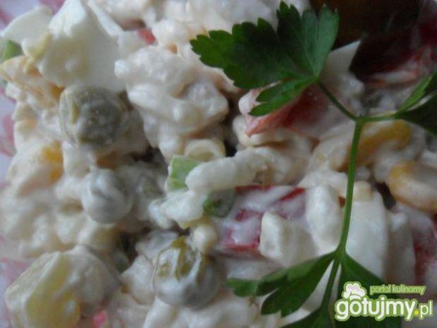Sałatka z kurczaka, ryżu i papryki