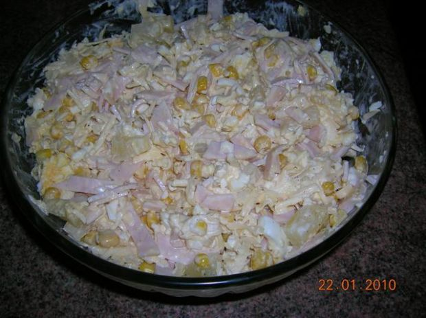 sałatka z kurczaka z ananasem i serem