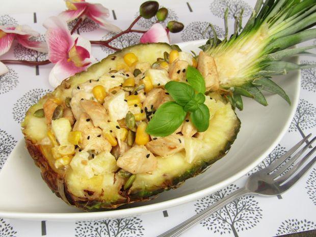 Sałatka z kurczakiem, ananasem i pestkami dyni