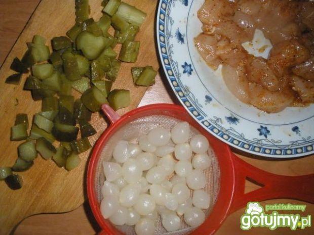 Sałatka z kurczakiem i cebulkami