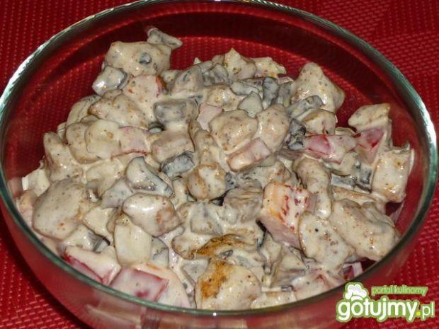 Sałatka z kurczakiem i czerwoną papryką