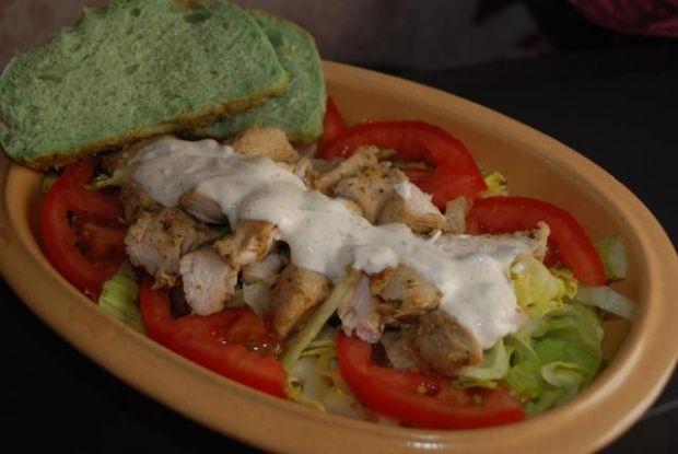 sałatka z kurczakiem i jogurtem greckim