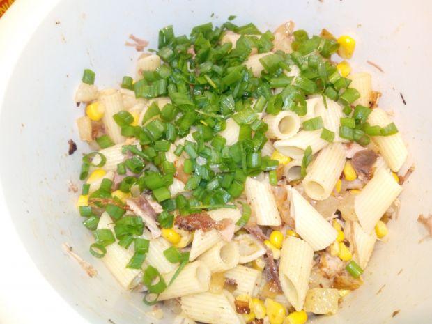 Sałatka z kurczakiem i makaronem