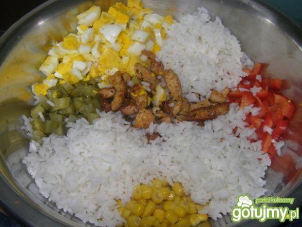 Sałatka z kurczakiem i ryżem 3