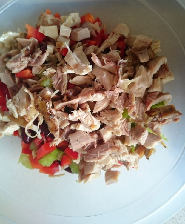 Sałatka z kurczakiem i selerem naciowym