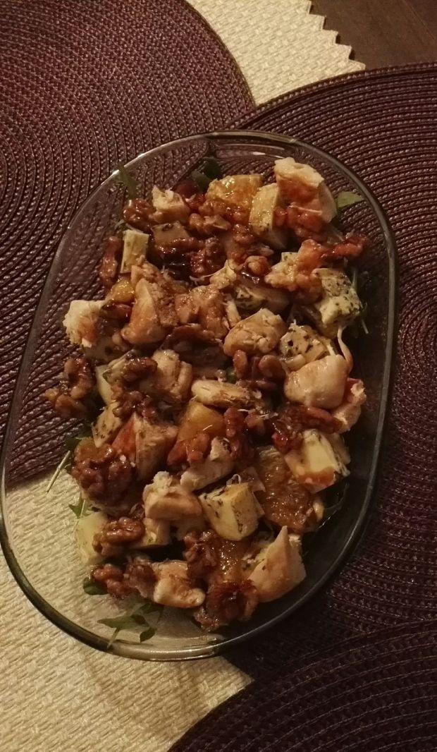 Sałatka z kurczakiem i serem gorgonzola
