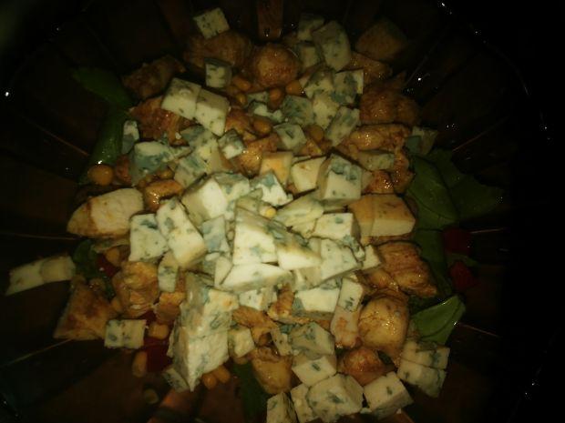 Sałatka z kurczakiem i serem lazur