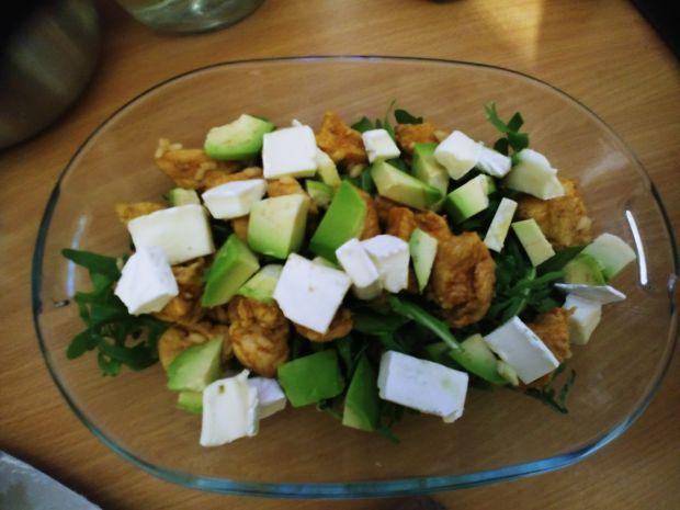 Sałatka z kurczakiem i truskawkami