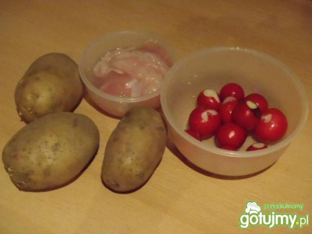Sałatka z kurczakiem i ziemniakami 3
