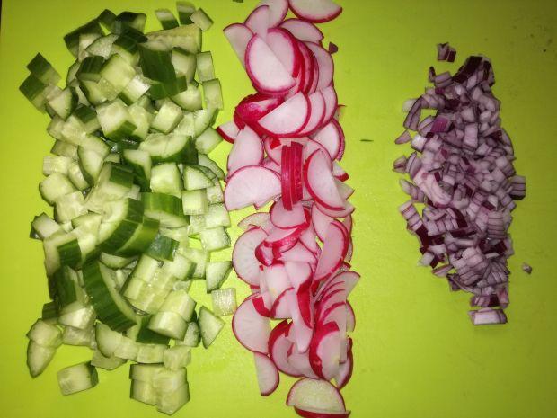 Sałatka z kurczakiem kaszą bulgur i warzywami