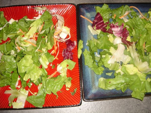 Sałatka z kurczakiem, warzywami i serem halloumi