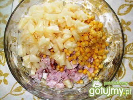 Sałatka z kurczakiem wędzonym i ryżem