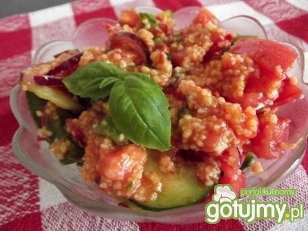 Sałatka z kuskusem, pomidorami i papryką