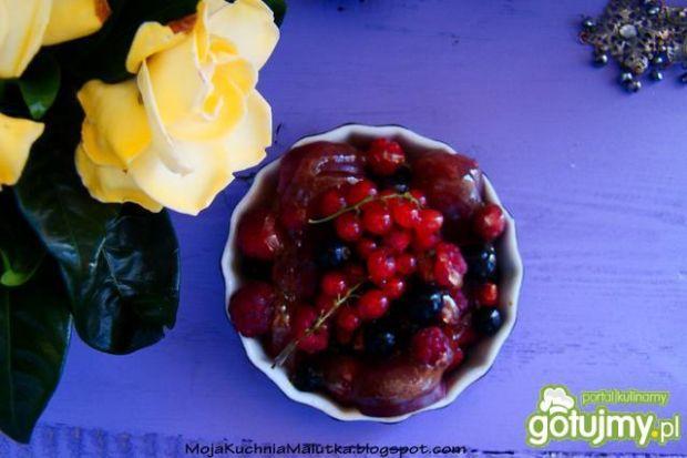 Sałatka z letnich owoców z miodem