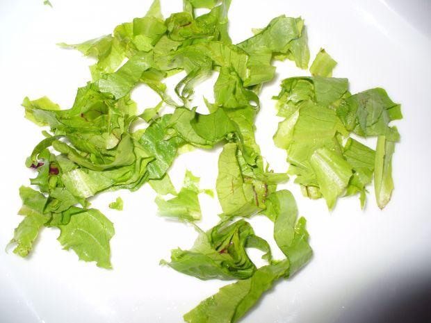 Sałatka z listkami botwinki, selerem naciowym