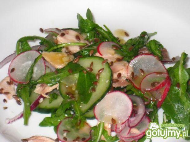 Salatka z lososiem