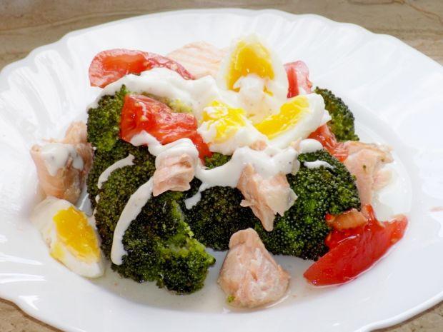 Sałatka z łososiem i brokułem