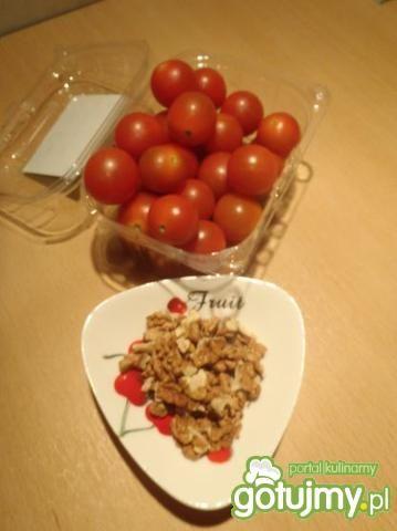 Sałatka z łososiem i pomidorkami