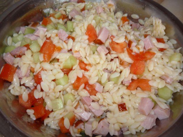 Sałatka z makaronem ryż II