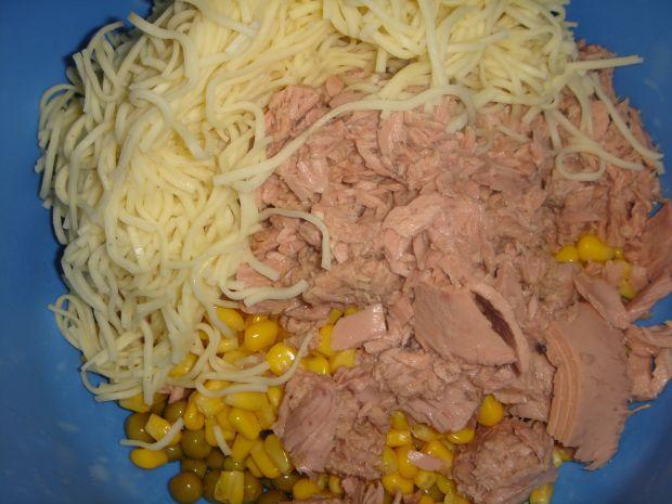 Sałatka z makaronem, tuńczykiem i musztardą