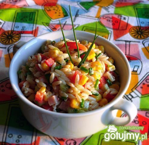Sałatka z makaronu ryżowego i warzyw