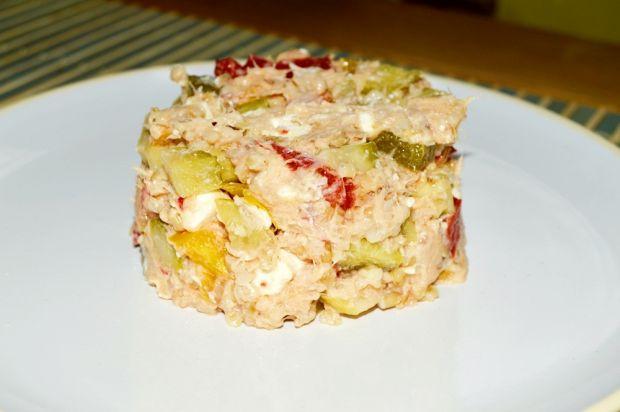 Sałatka z makreli, kaszy owsianej i fety.