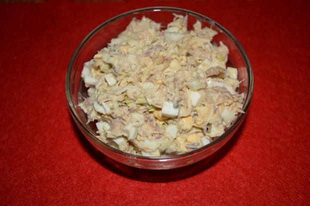 Sałatka z makreli w oleju z porem