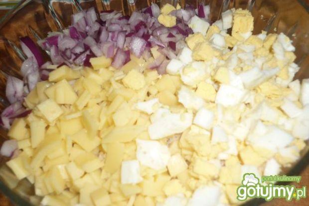 Sałatka z makreli z żółtym serem