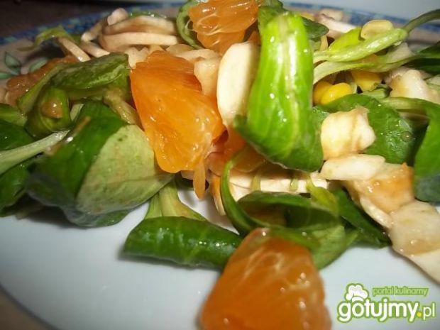 Sałatka z mandarynką i pieczarką