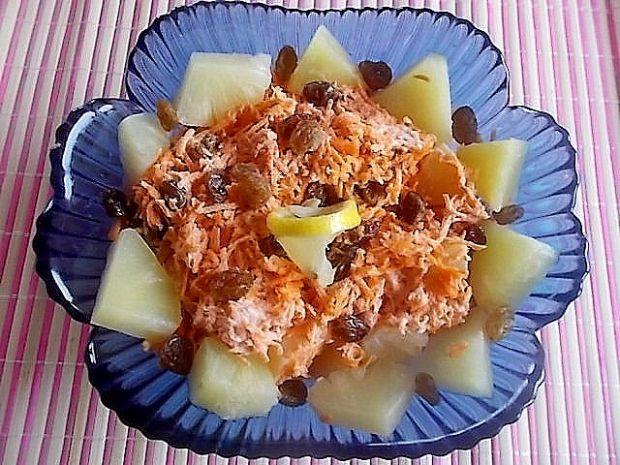 Sałatka z marchewką i ananasem