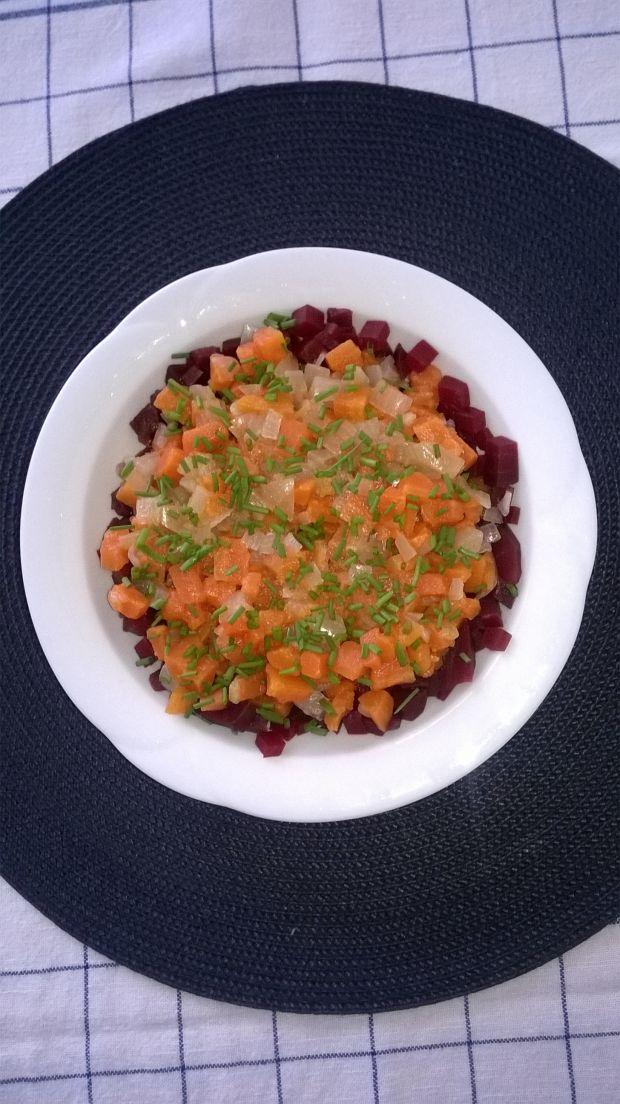 Sałatka z marchewki, buraczków i cebuli