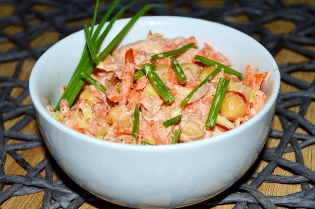 Sałatka z marchewki,cukinii, tuńczyka i cieciorki