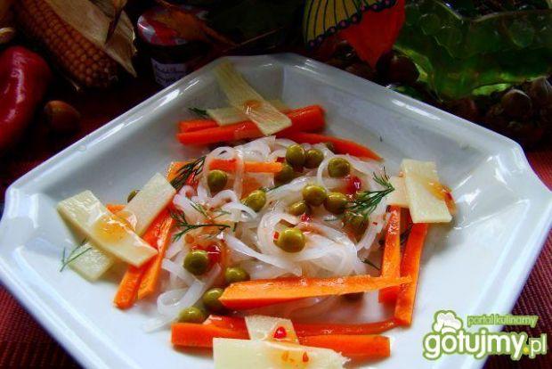 Sałatka z marchewki i pędów bambusa.