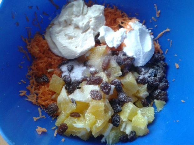 Sałatka z marchewki i pomarańczy na sałacie