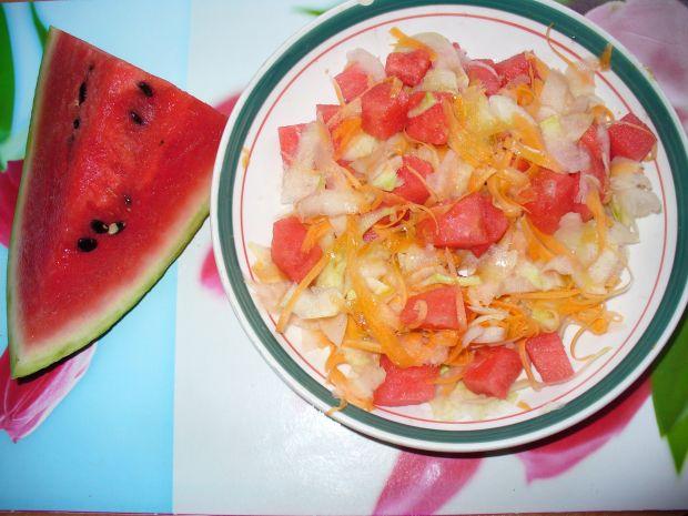 Sałatka z marchewki, kalarepki i arbuza