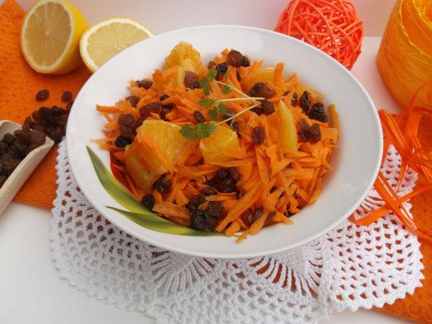 Sałatka z marchewki, pomarańczy i rodzynek