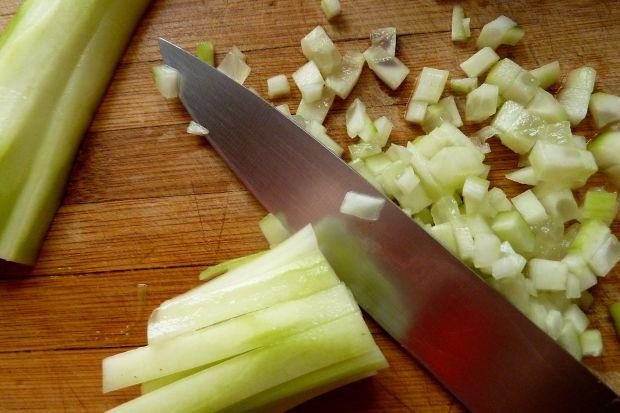 Sałatka z marynowanymi pieczarkami i kukurydzą