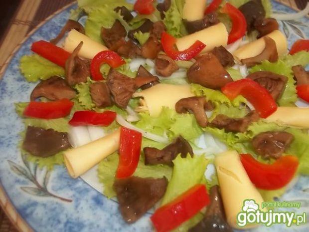Sałatka z marynowanymi rydzami