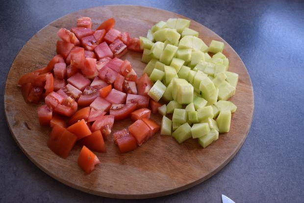 Sałatka z melonem, fetą i warzywami