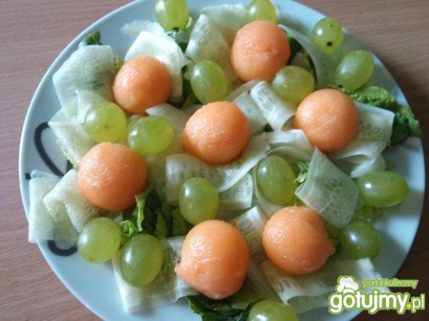 Sałatka z melonem i słonecznikiem
