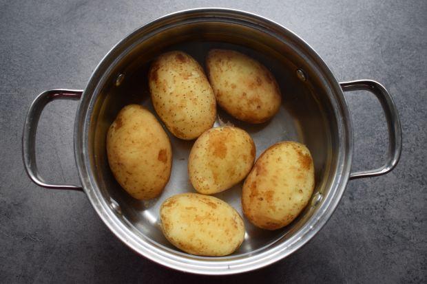 Sałatka z młodych ziemniaków, łososia i szpinaku