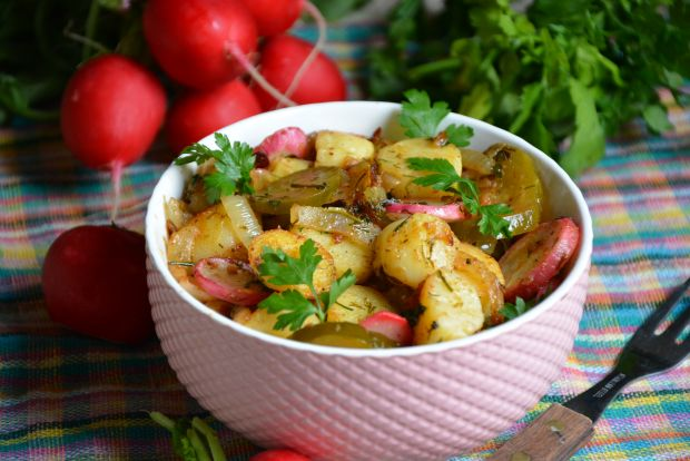 Sałatka z młodych ziemniaków na ciepło