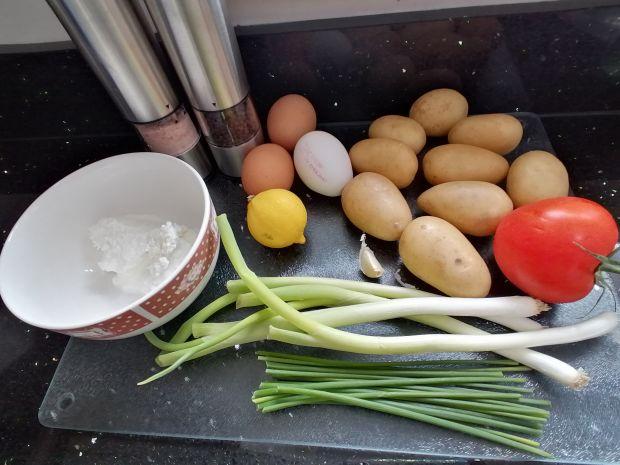 Sałatka z młodych ziemniaków w sosie twarożkowym